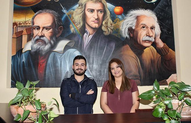 Imagen: Estudiantes conocen equipos biomédicos para el avance en la ciencia médica
