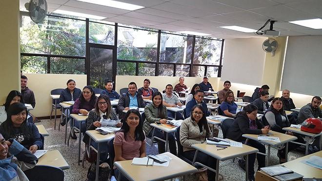 Imagen: Estudiantes de primer ingreso aprenden a utilizar plataforma educativa GES