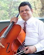 Ricardo del Carmen Fortuny, a cuerdas y voz