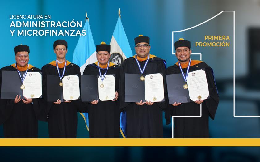 Primera promoción de la carrera en Administración y Microfinanzas