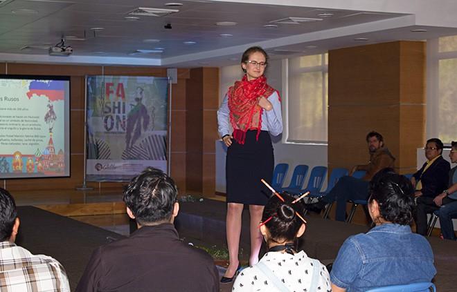 Imagen: Pasarela Internacional permite el estudio de vestimentas regionales