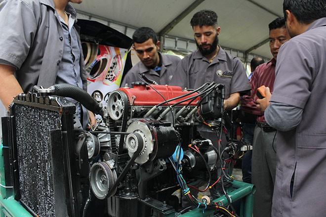 Imagen: Feria tecnológica expone proyectos automotrices de estudiantes