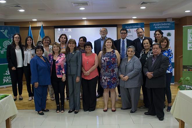 """Imagen: """"Premio Maestro 100 Puntos 2016"""" motiva a educadores del país"""