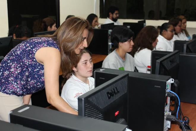 Imagen: Maestros de educación media reciben talleres en tecnología educativa
