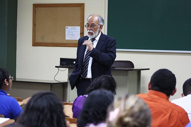 Imagen: Facultad de educación imparte talleres a maestros de educación
