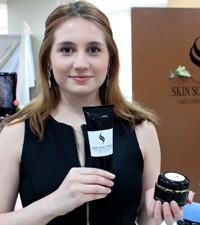 Imagen: Estudiantes crean y aprenden sobre la Industria de productos cosméticos