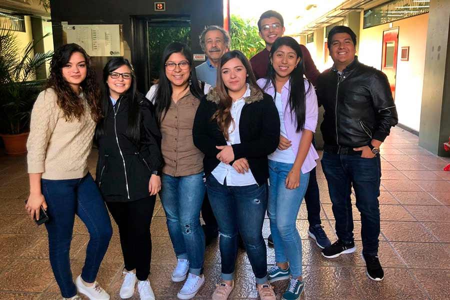 Estudiantes conocen proceso de manufactura en Cervecería el Zapote
