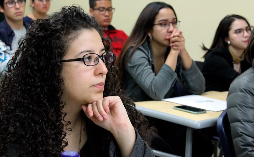 Primera Promo: Estudiantes de Administración jornada vespertina inician estudios