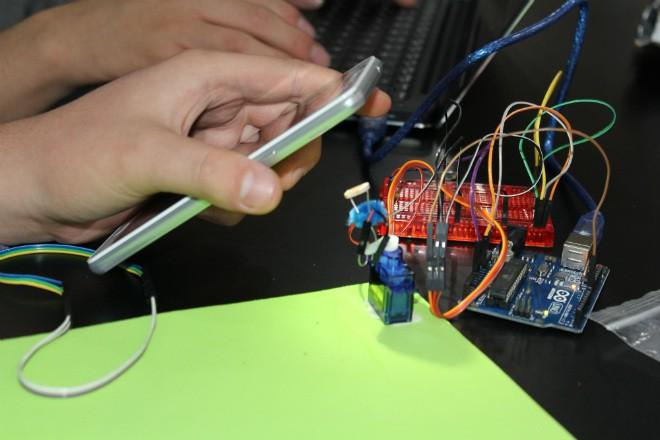 Imagen: Conferencia fomenta cultura inventiva tecnológica en comunidad estudiantil