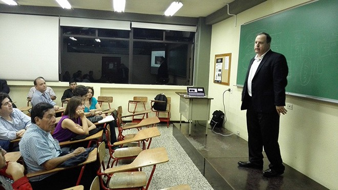 Imagen: Estudiantes aprenden sobre tendencias en Astronomía