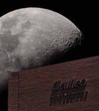 Imagen: Observatorio de la luna a través del Telescopio MEADE LX200 en U Galileo