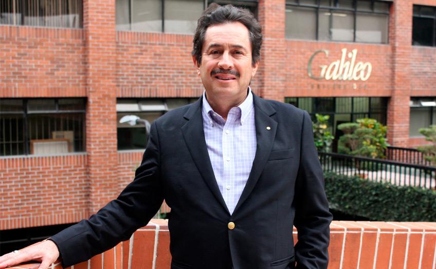 Carlos Alonzo: especialista financiero guía a sus estudiantes a alcanzar sus sueños profesionales