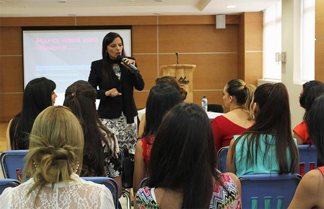 Imagen: Candidatas a Miss Guatemala  se preparan en U Galileo