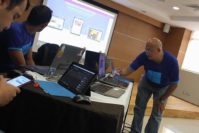 Imagen:  Lanzamiento de Windows 10 en U Galileo