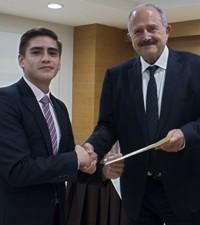 Imagen: Decano de Universidad Galileo premia a estudiantes destacados de FISICC