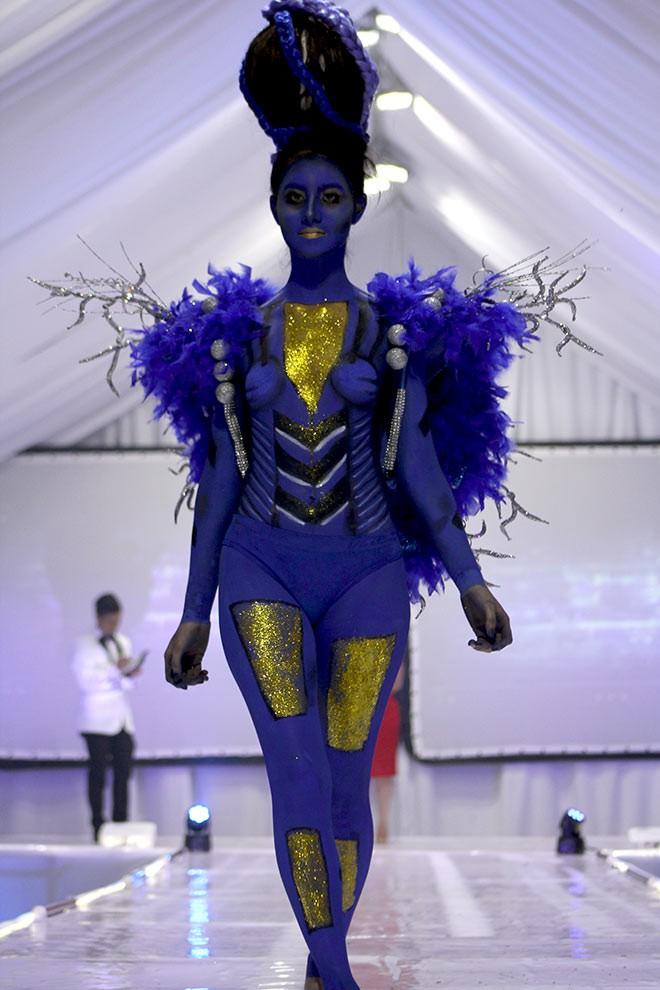 Imagen: Pasarela impacta con diseños futuristas