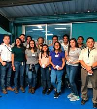 Imagen: Estudiantes de ingeniería administrativa visitan planta de producción